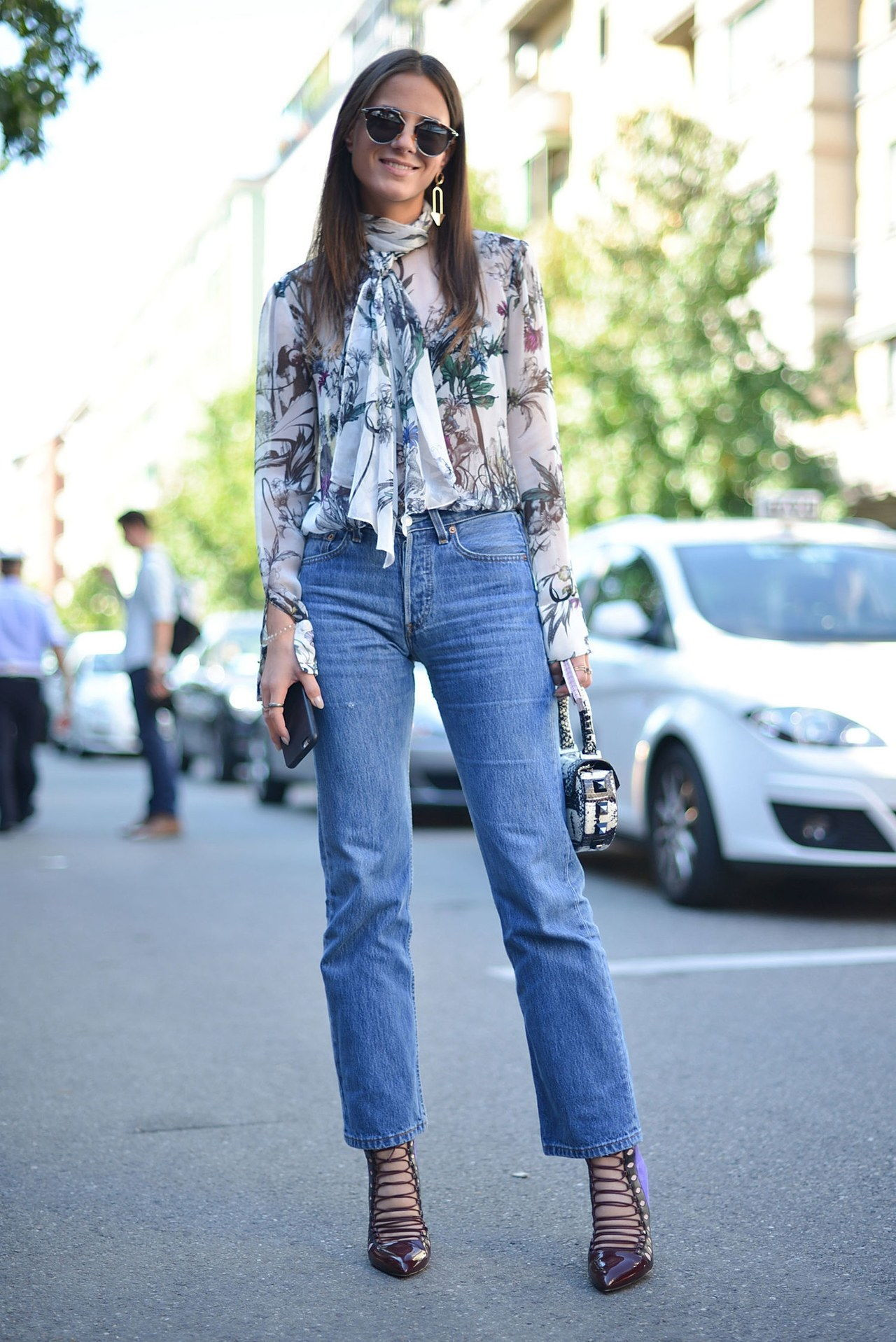 נפילה 2015 denim street style milan fashion week straight leg floral blouse