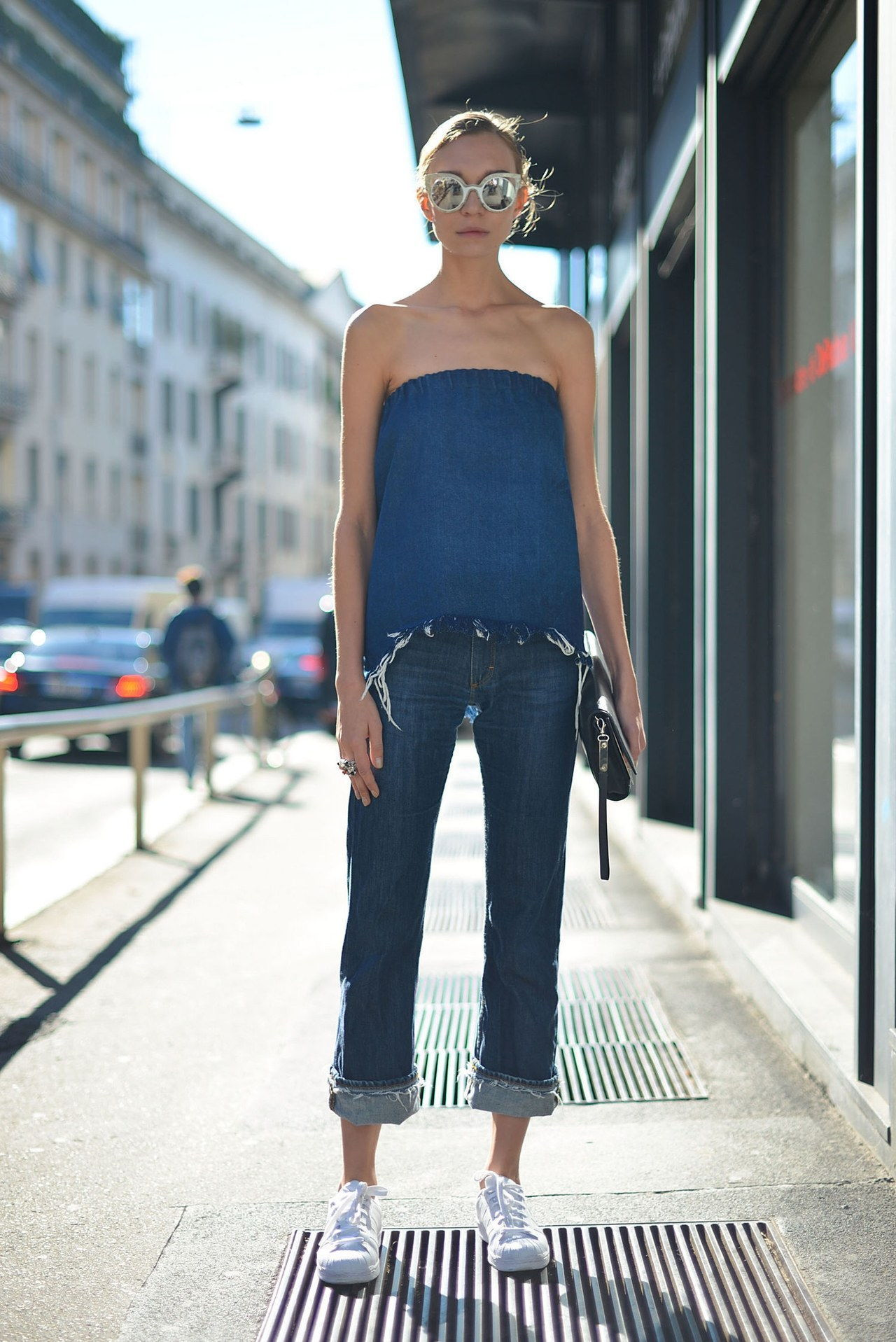 נפילה 2015 denim street style milan fashion week fray strapless top