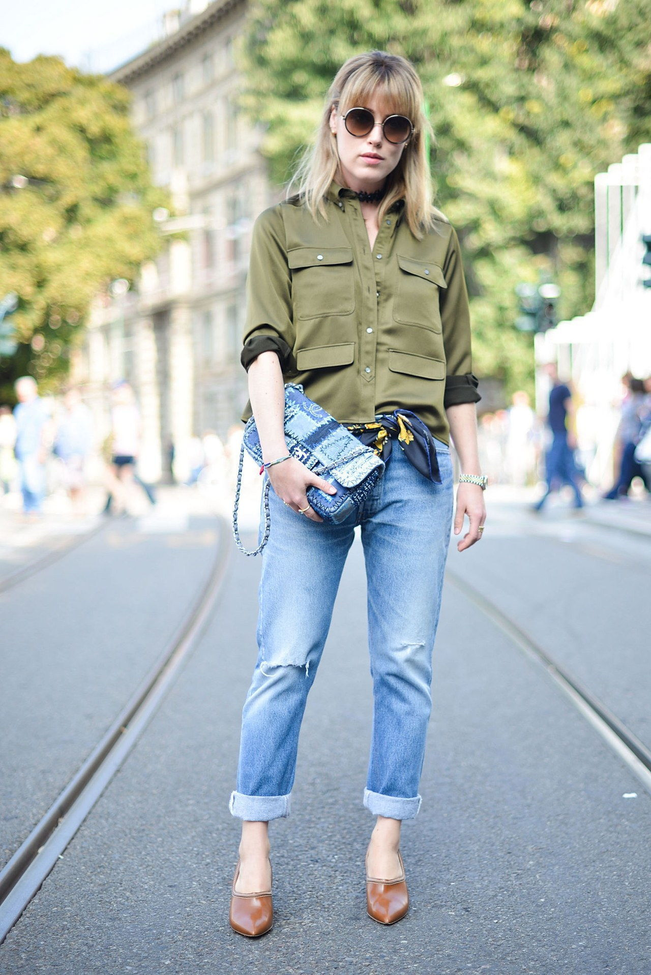 נפילה 2015 denim street style milan fashion week rolled hem army top