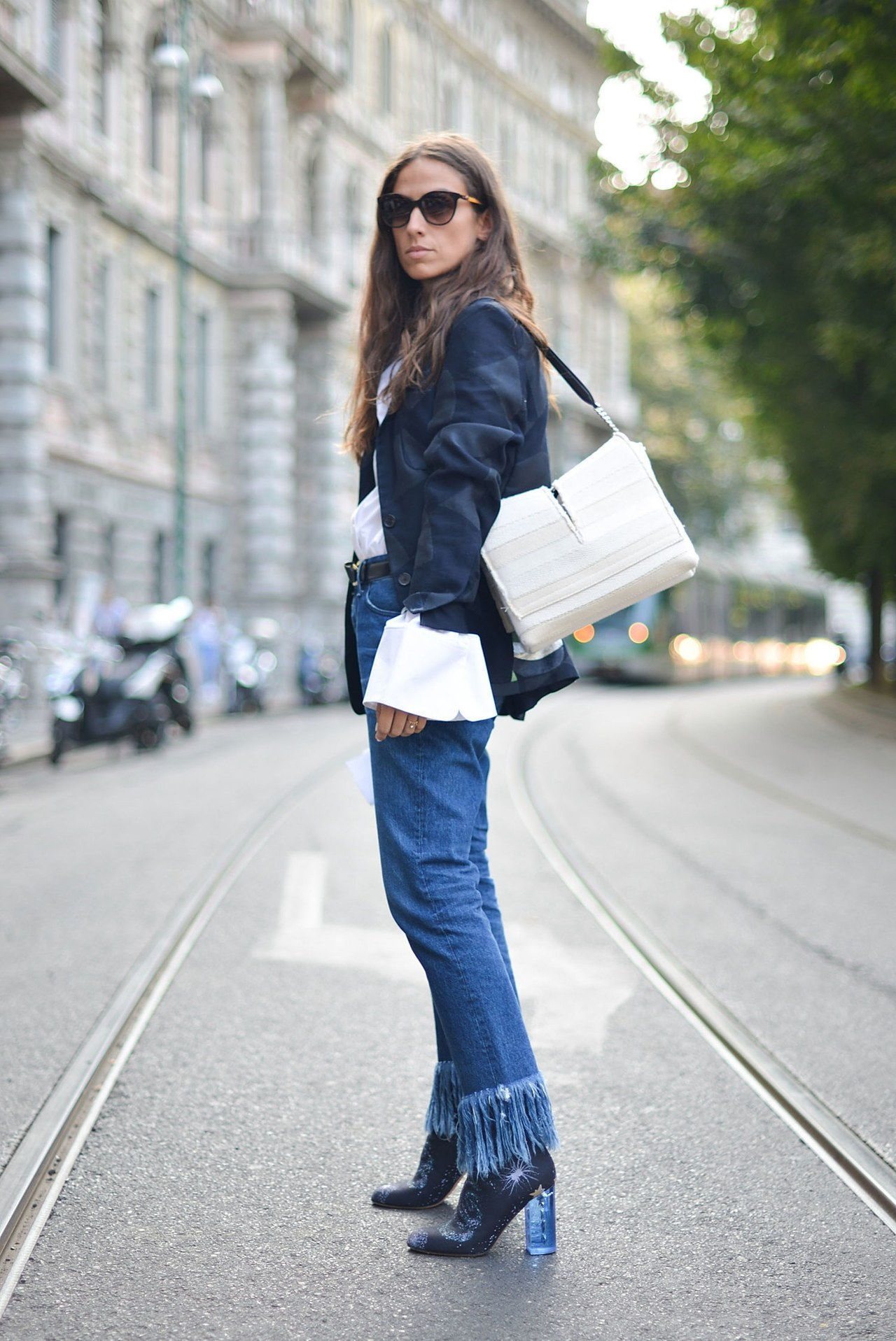 נפילה 2015 denim street style milan fashion week frayed hem ankle booties