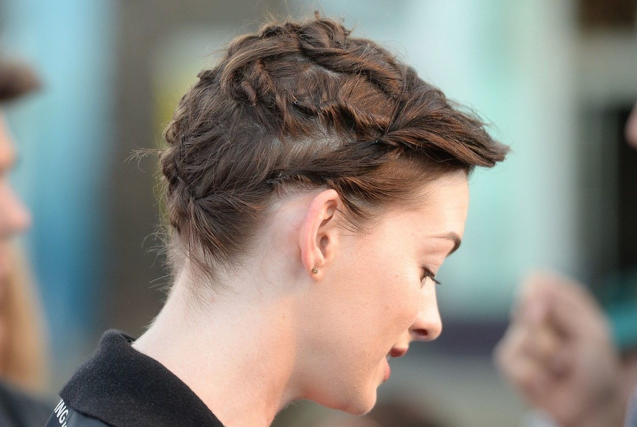 ऐनी hathaway rio 2 hairstyle updo