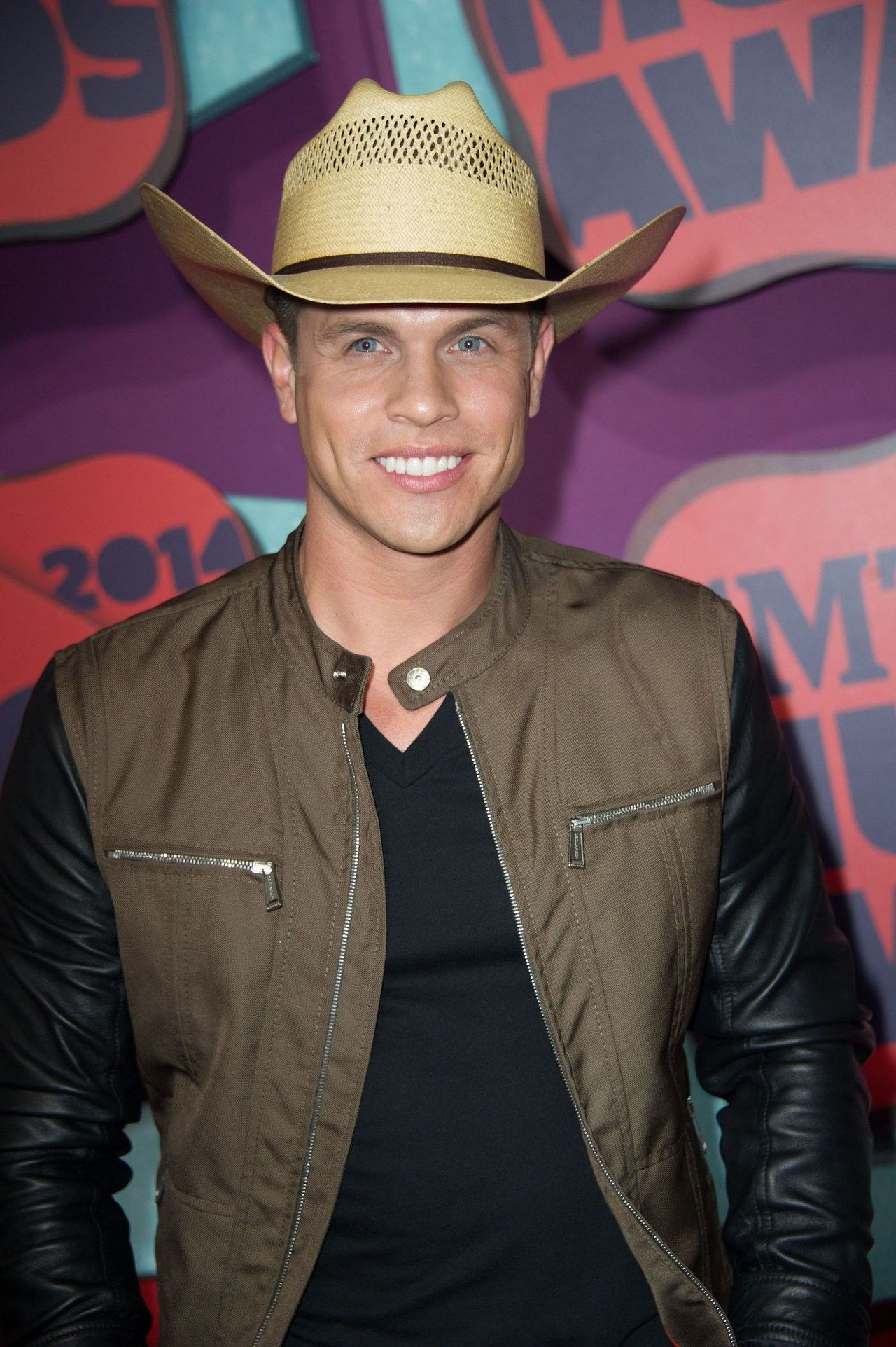 Major Country Music Figure Comes Out As Gay