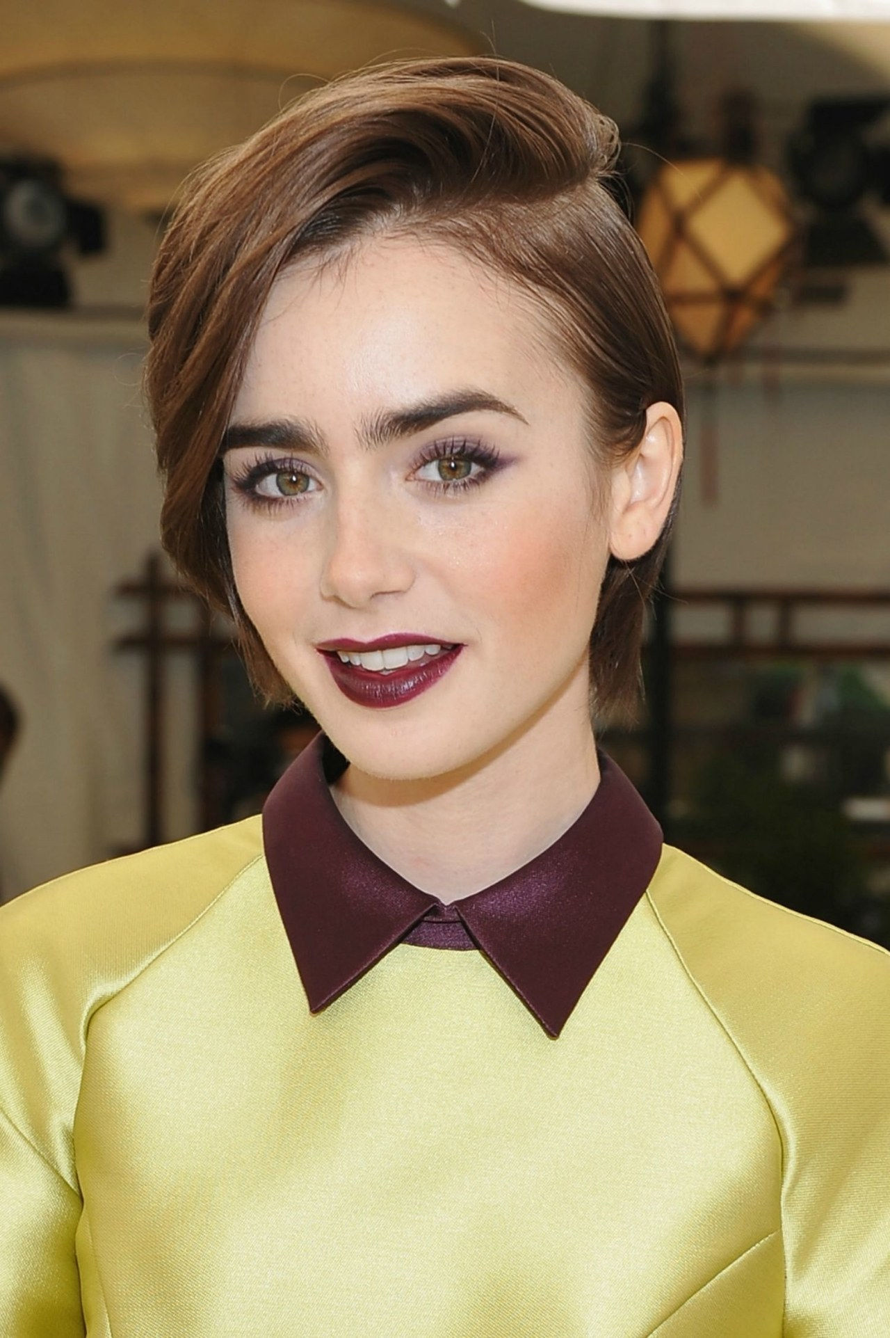 Profond side part lily collins