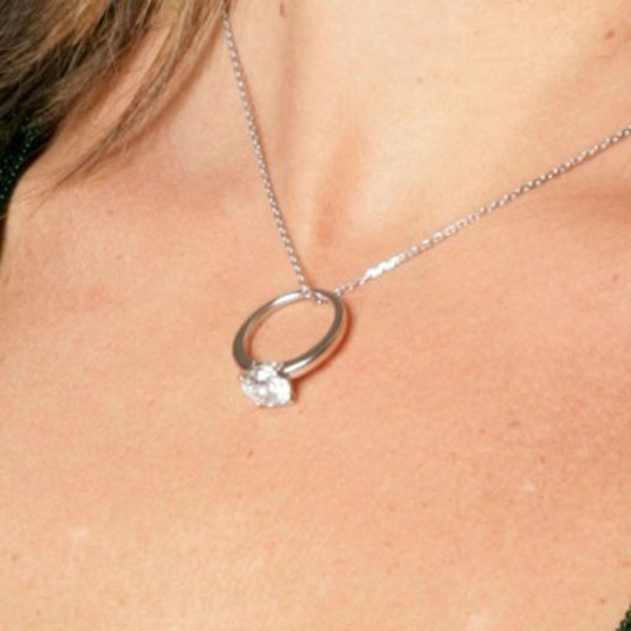1 1 bachelor bachelorette engagement ring pictures travis stork sarah stone 0606 courtesy