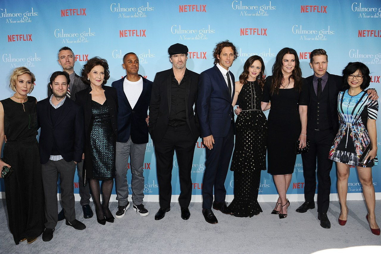 gilmore-girls-cast-photo-2016-los-angeles-premiere.jpg