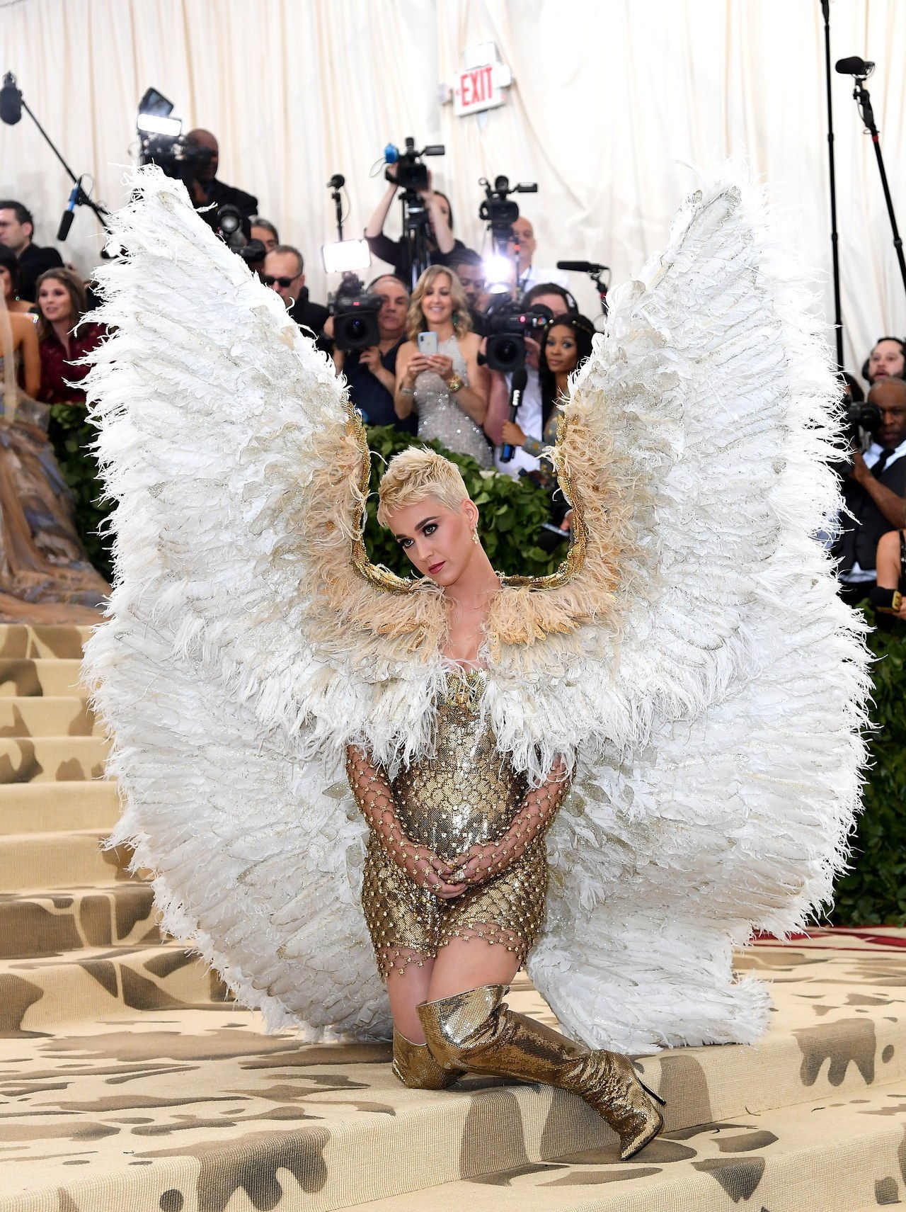 दिव्य Bodies: Fashion & The Catholic Imagination Costume Institute Gala