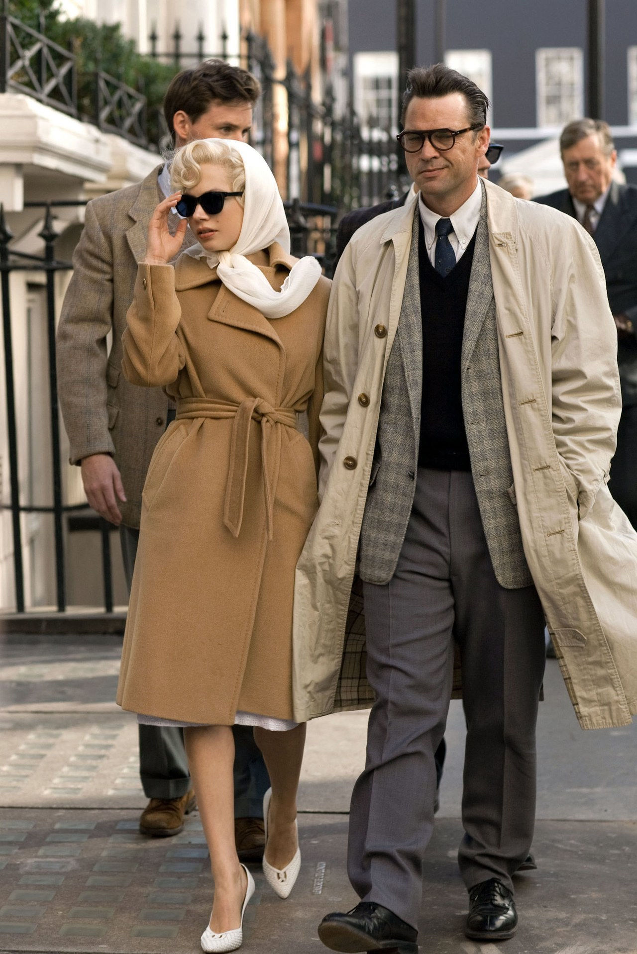 parhaat coats in movies my week with marilyn 2011 belted camel