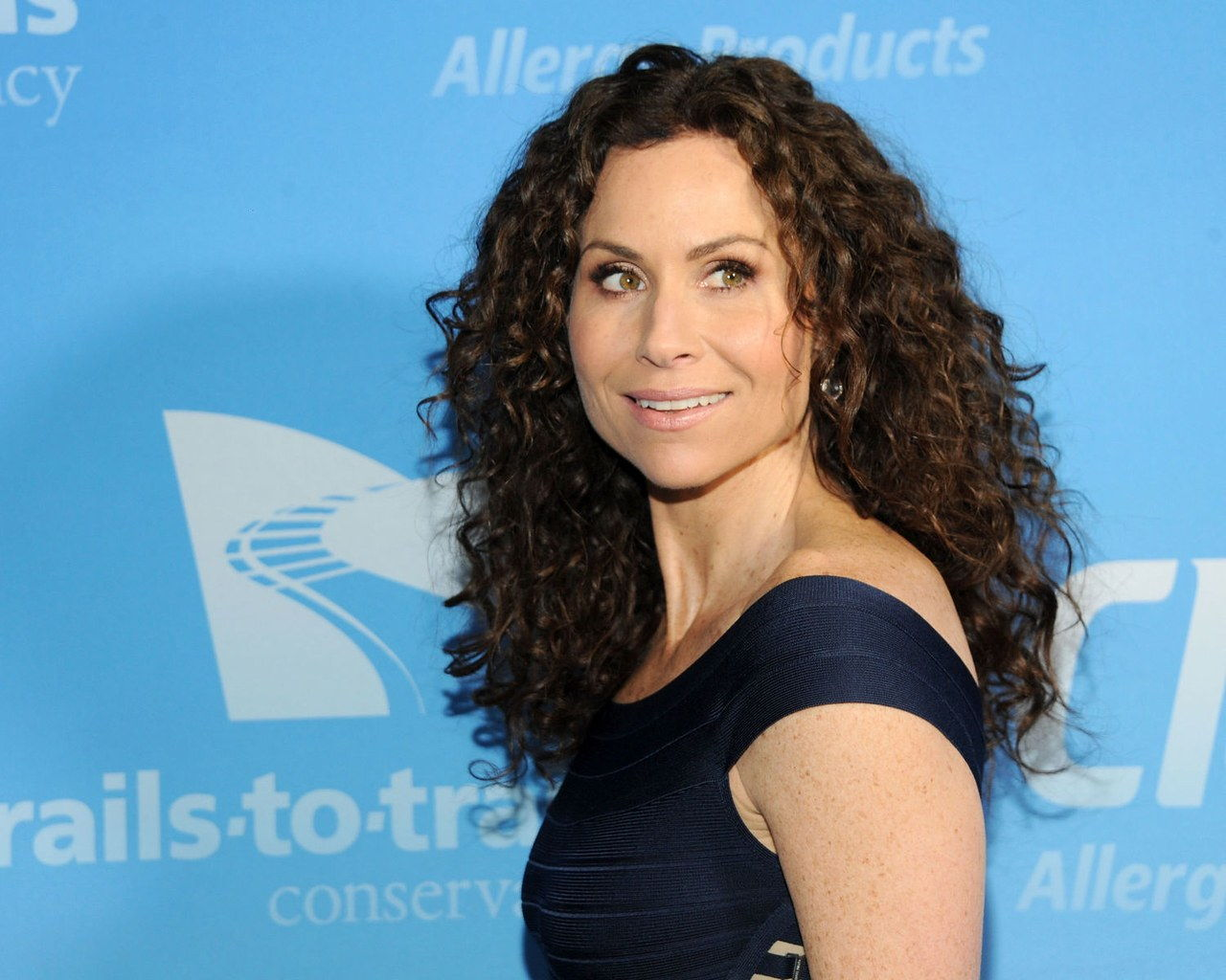 minnie driver curly hair long