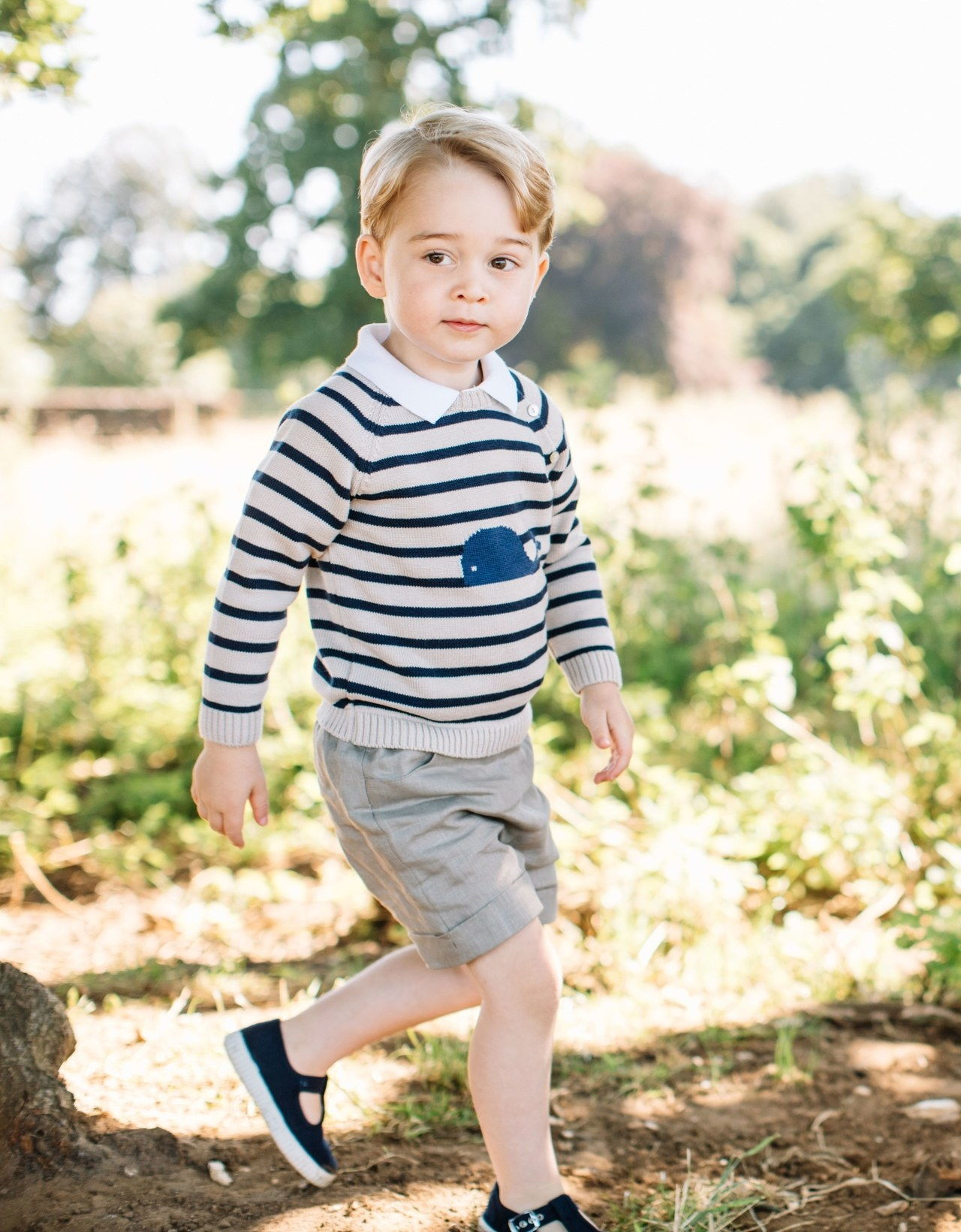 julkaisi by the Duke and Duchess of Cambridge of Prince George, who celebrates his third birthday today. The picture was taken at the family's Norfolk home in mid-July